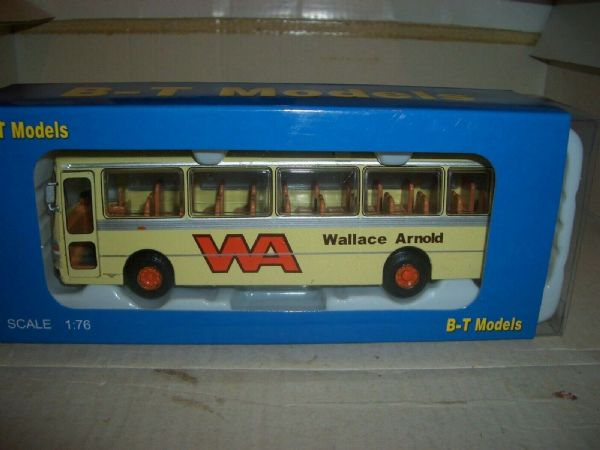 B T Models B018 1/76 Duple Dominant Coach Leyland Leopard Wallace Arnold Cream